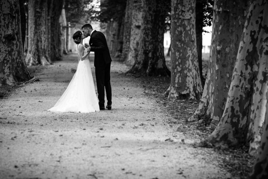 fotos de boda en la casona de las fraguas cantabria novio besándose