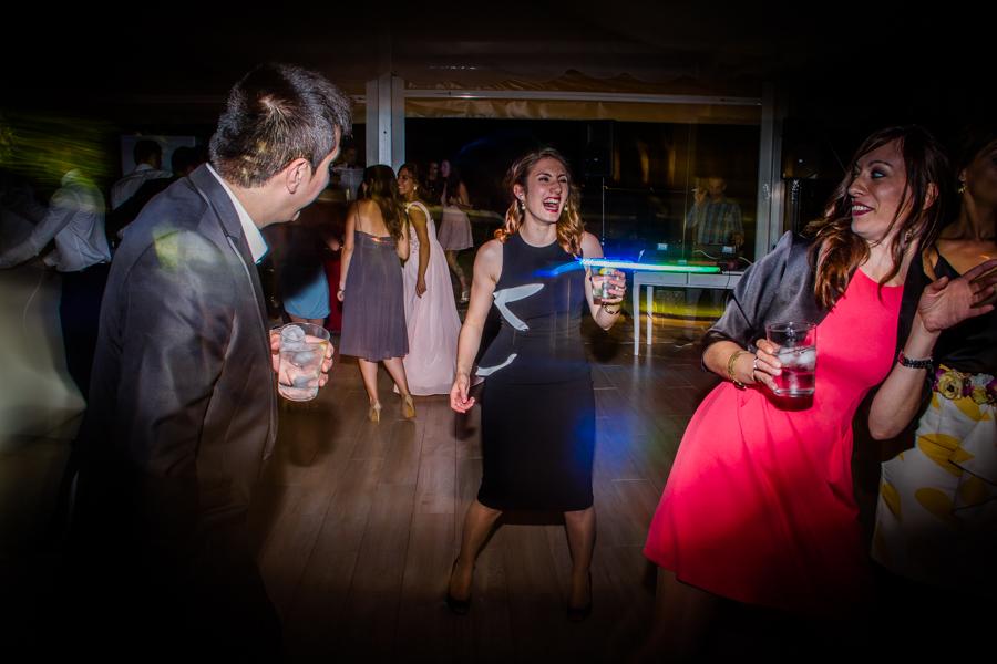 fotos de boda en la casona de las fraguas cantabria invitada bailando