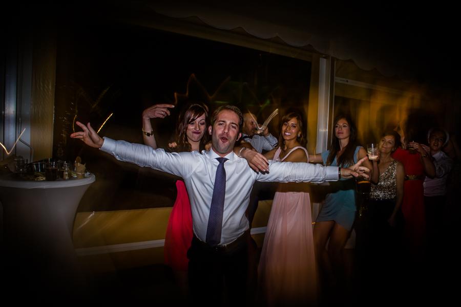 fotos de boda en la casona de las fraguas cantabria invitado posando